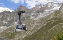 Confine delle alpi, Francia-Italia, il 29 luglio 2017 - cabina di funivia r di Skyway Fotografia Stock Libera da Diritti