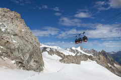 Confine delle alpi, Francia-Italia, il 29 luglio 2017 - cabina di funivia r di Skyway Fotografia Stock