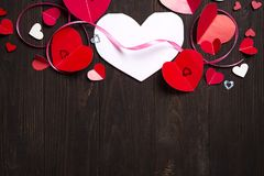 Confine di mettere di carta rosso di amore di media dei cuori Immagini Stock