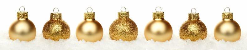 Confine di Natale delle bagattelle in neve isolata Immagine Stock