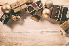 Confine di tema di Natale di Brown con i regali Fotografia Stock Libera da Diritti