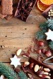 Confine festivo dei dadi, dei biscotti e delle spezie Fotografia Stock