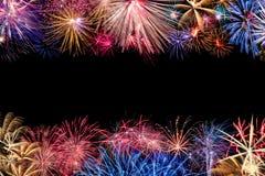 Confine variopinto dell'esposizione dei fuochi d'artificio Fotografia Stock