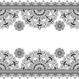 Confini la linea elemento del pizzo con i fiori nello stile indiano di mehndi per le carte o nel tatuaggio isolato su fondo bianc Fotografia Stock Libera da Diritti