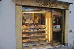 Confiserie avec les produits faits main de boulangerie dans Mantua, Italie Photo stock