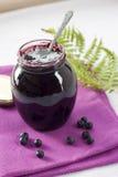 Confiserie de myrtille dans un pot en verre Image libre de droits