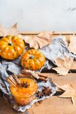 Confitura del atasco de la calabaza de otoño de la caída con las especias Imagenes de archivo