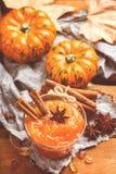 Confitura del atasco de la calabaza de otoño de la caída con las especias, entonadas Foto de archivo libre de regalías