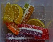 Confiture d'oranges en plan rapproch? de sucre, fond image libre de droits