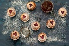 Confiture de cerise de petit gâteau faite main Photo stock
