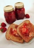 Confiture de fraise faite maison Photographie stock libre de droits