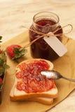 Confiture de fraise faite maison Images stock