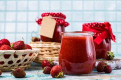Confiture de fraise rouge Photo stock