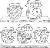 Confiture de fruit sur l'étagère Photos libres de droits