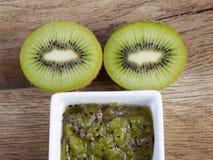 Confiture de kiwi et kiwi Images stock