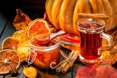Confiture des potirons et de l'abrok, fond d'automne, photographie stock