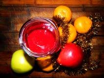 Confiture encore de fête de dessert avec des mandarines et des pommes photos stock