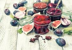 Confitureweinlese rote Zwiebel der Pflaumenmarmeladenfeigenmarmelade stockfoto