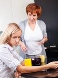 Conflict tussen moeder en dochter Stock Foto's