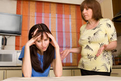 Conflict tussen mum en dochter. Reeks Stock Fotografie