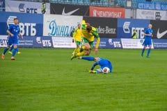 Conflict van de spelers op het voetbalspel royalty-vrije stock afbeelding