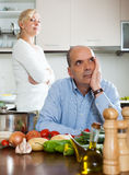 Conflicto de la familia en cocina Foto de archivo