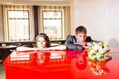 Conflicto de los pares de la boda, malas relaciones Novia imagen de archivo libre de regalías