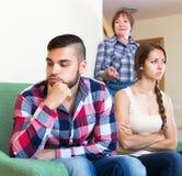 Conflicto maduro de la madre con los niños de los adultos Imágenes de archivo libres de regalías