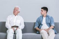 Conflit entre générations entre le père et le fils Photo stock