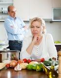 Conflito da família na cozinha imagem de stock royalty free