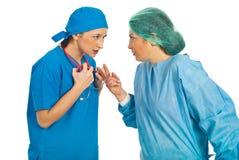 Conflito das mulheres dos doutores imagem de stock royalty free