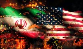Conflitto internazionale 3D del fuoco lacerato di guerra della bandiera dell'Iran U.S.A. Fotografie Stock Libere da Diritti