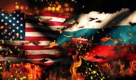 Conflitto internazionale 3D del fuoco lacerato di guerra della bandiera nazionale di U.S.A. Russia Fotografia Stock