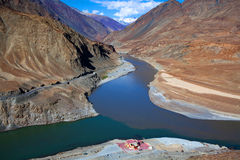 Confluence of Zanskar and Indus rivers in Ladakh, India Stock Photo