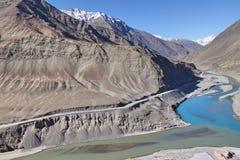 Confluent de Zanskar et de fleuves Indus photographie stock libre de droits