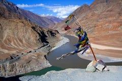Confluent de Zanskar et de fleuves Indus dans Ladakh, Inde photos libres de droits