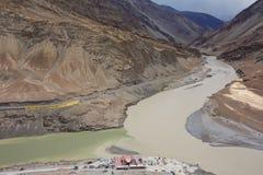 Confluent de Zanskar et de fleuves Indus - Leh, Ladakh image libre de droits