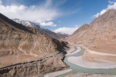 Confluenza del Ne dei fiumi di Sindhu (Indus) e di Zanskar Immagine Stock Libera da Diritti