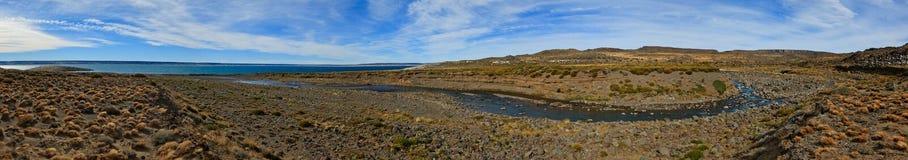 Confluenza di Rio Barrancoso a panorama di Lago Strobel fotografia stock