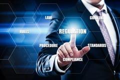 A conformidade regulamentar ordena o conceito padrão da tecnologia do negócio da lei Imagens de Stock Royalty Free