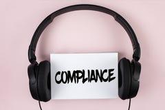 Conformité des textes d'écriture Le concept signifiant Technology Company place ses règlements standard de politique écrits sur l Photographie stock libre de droits