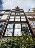 Confortable typique, peu de buidings d'Amsterdam Images libres de droits