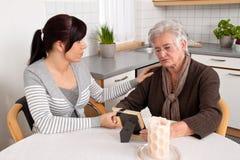 Confortar a una viuda Foto de archivo libre de regalías