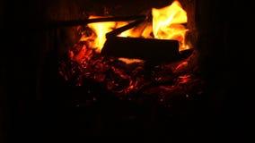 Conforto do aquecimento do aquecedor de água do fogo da chaminé video estoque