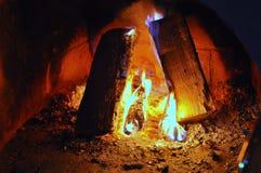 Conforto do calor do carvão vegetal da lenha da chama do fogo da chaminé Foto de Stock Royalty Free