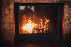 Conforto que queima calorosamente a chaminé Imagem de Stock