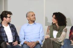 Conférence de groupe de support ou de construction d'équipe Photo stock