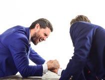Confrontação dos líderes de negócio Homens de negócios que lutam pela ligação Imagens de Stock Royalty Free