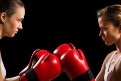 Confrontação entre os dois pugilistas das mulheres Imagens de Stock Royalty Free