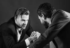 Confrontación de líderes empresariales Concepto de la rivalidad del negocio foto de archivo libre de regalías